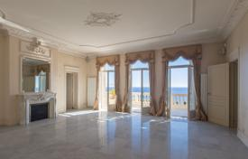 4 bedroom apartments for sale in Côte d'Azur (French Riviera). Two-level seaview apartment in a luxurious building on a plot with a parking space, near Monaco, Cap d'Ail, France
