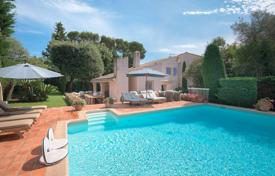 5 bedroom houses for sale in Antibes. Cap d'Antibes — Charming provencal villa