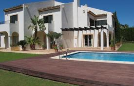Houses for sale in Castille and Leon. KINGS & QUEENS — Villa with its own putting green