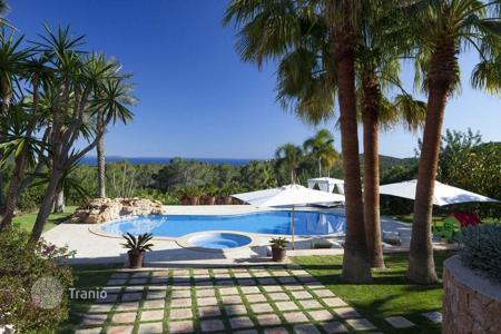Property to rent in Balearic Islands. Villa with terrace, pool and spectacular views of the sea surrounded by a garden, on a hill, between Porroig and Es Cubells, Ibiza