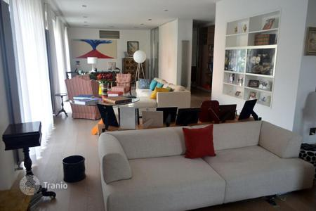 Luxury apartments for sale in Italy. Spacious apartment in Anglo-Saxon style and minimalist in Rome's prestigious Parioli district