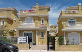 Townhouses for sale in Valencia. 3 bedroom townhouse with garden in La Marina Urbanization