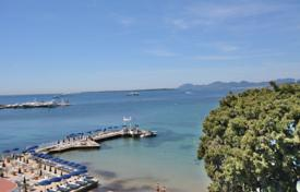 Luxury apartments for sale in Côte d'Azur (French Riviera). Superb waterfront apartment with panoramic sea views