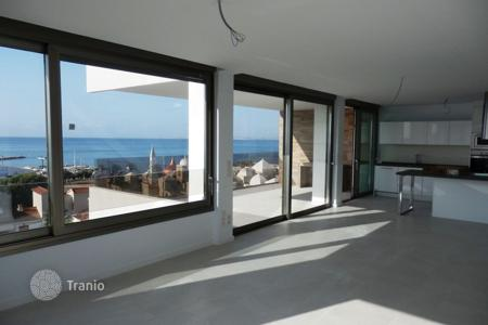 Coastal property for sale in Costa Blanca. Stylish apartment with a terrace and a sea view, in a residential complex near the beach, Costa Blanca, Alicante, Spain