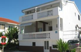 Coastal residential for sale in Sibenik-Knin. House 50m from the sea in Rogoznica