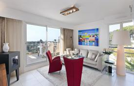 Residential for sale in Roquebrune — Cap Martin. Elite penthouse with a terrace and sea views, in a residence with a swimming pool, close to Monaco, Roquebrune — Cap Martin, Côte d'Azur