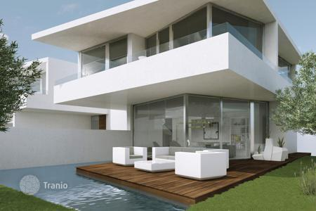 Houses with pools for sale in Catalonia. New villa with pool and garden in a unique location on the seafront in Cambrils, Costa Dorada