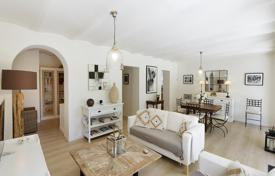 5 bedroom apartments for sale in Provence - Alpes - Cote d'Azur. Apartment with an independent entrance, a private garden and a terrace, in the center of Cannes, France