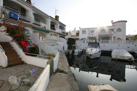 Cheap property for sale in Empuriabrava. Apartment – Empuriabrava, Catalonia, Spain
