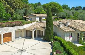 Luxury 4 bedroom houses for sale in Mougins. Spacious villa with a pool, a gym and a garden, Mougins, French Riviera, France