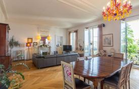 5 bedroom apartments for sale in France. Nice, 6 room 240m² apartment in excellent condition near Boulevard Carabacel