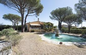 Houses for sale in L'Escala. Luxury villa with a fountain, a garden and a covered veranda, L'Escala, Spain