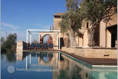 Houses with pools for sale in Umbria. Postcard country house overlooking Trevi, Italy