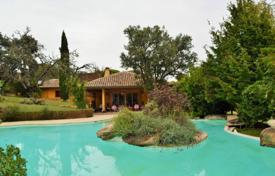Residential for sale in Madrid. Spacious villa with a swimming pool, a green garden and a terrace, Pozuelo de Alarcon, Spain