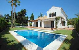 Luxury 5 bedroom houses for sale in San Pedro Alcántara. Elegant and spacious villa close to sea