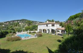Luxury 5 bedroom houses for sale in Côte d'Azur (French Riviera). ANTIBES — Villa with swimming pool in private domain