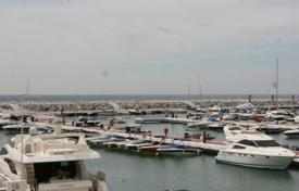 2 bedroom apartments for sale in Puerto Banús. Spacious furnished apartment with a terrace and a view of the marina on the first line from the sea, Puerto Banus, Spain