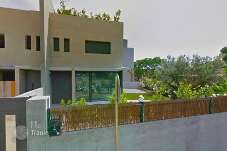 Coastal townhouses for sale in Costa Brava. Terraced house – Castell Platja d'Aro, Catalonia, Spain