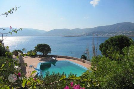 Houses with pools for sale in Porto Rafti. Sea view villa in a prestigious residential complex with a helicopter platform, a pool, a restaurant and a cinema, Porto Rafti, Greece