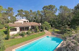 Residential for sale in Valbonne. Valbonne — Renovated villa in gated domain