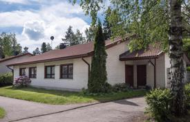 Houses for sale in Espoo. Three-room cottage with a sauna and a large terrace, Espoo, Finland