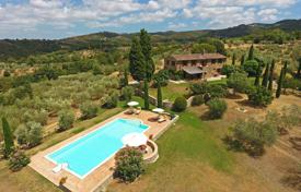 Houses for sale in Umbria. Prestigious farmhouse between Umbria and Tuscany
