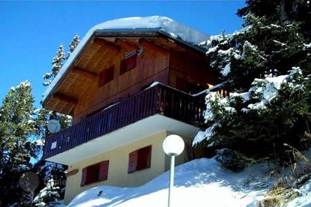 Residential to rent in Mâcot-la-Plagne. The chalet with 4 bedrooms, a living room with a terrace and a ski room, La Plagne, France