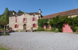 Residential for sale in Occitanie. Historic villa with a tennis court, a spacious garden and outbuildings, Hautes-Pyrénées, France