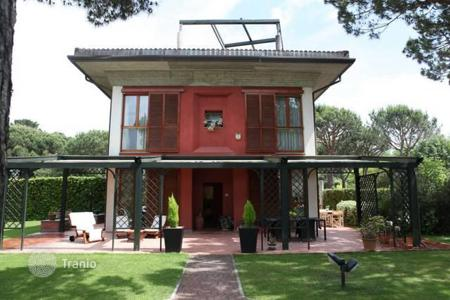 Luxury houses for sale in Massa. Designer villa with pool and garden only 300 meters from the sea, Poveromo, Tuscany, Italy