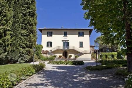 Luxury 6 bedroom houses for sale in Tuscany. Villa – Arezzo, Tuscany, Italy
