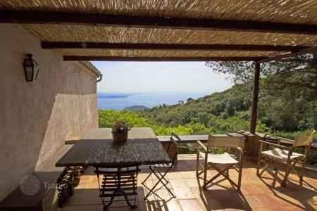 Houses for sale in Tuscany. Charming Cottage for sale in Porto Ercole, Magnificent views of the bay of Feniglia and the Forts