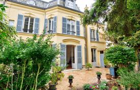 6 bedroom houses for sale in Ile-de-France. Versailles — Les Près – An exceptional Hôtel Particulier