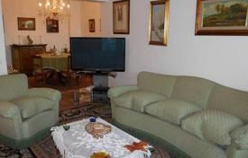 4 bedroom apartments for sale in Tuscany. Spacious apartment in excellent condition, Florence, Tuscany, Italy