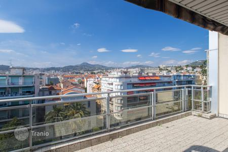 2 bedroom apartments for sale in Nice. Rooftop terrace 79sqm, a few minutes from the beach in Nice