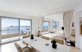 Residential for sale in Côte d'Azur (French Riviera). Elite apartment with a spacious terrace and a private lift, in a prestigious residence with a pool and a tennis court, Cannes, Côte d'Azur