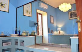 Villas and houses by the sea for rent with swimming pools in Sicily. Detached house – Messina, Sicily, Italy