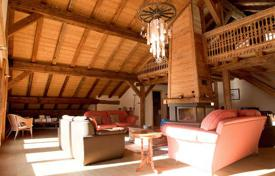 Property to rent in Chatel. Traditional chalet with 6 bedrooms, balconies, a jacuzzi and a fireplace. France, Châtel.