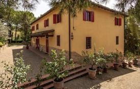 Houses with pools for sale in Montespertoli. Three-storey villa with a vineyard and an olive grove in Montespertoli, Tuscany, Italy