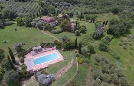 4 bedroom houses for sale in Grosseto (city). Charming villa with a swimming pool in Grosseto, Tuscany, Italy