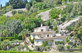 Luxury property for sale in Tourrettes-sur-Loup. Villa – Tourrettes-sur-Loup, Côte d'Azur (French Riviera), France