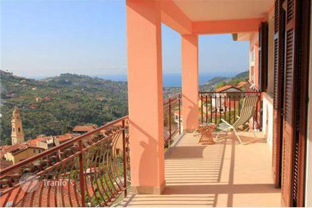 Property for sale in Vallebona. Apartment – Vallebona, Liguria, Italy