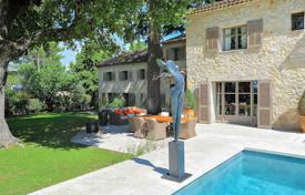 Luxury 6 bedroom houses for sale in Côte d'Azur (French Riviera). Mougins — Provencal Mas