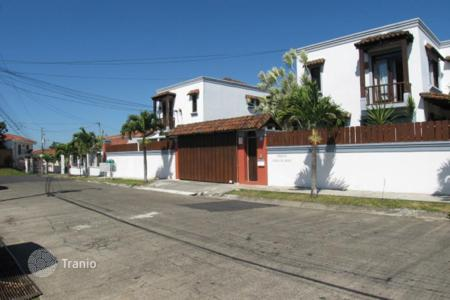 Residential for sale in Costa Rica. Attractive and ample townhome condo in Cariari