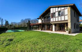 Property for sale in Ascain. Basque-style villa with a swimming pool in Ascain, Aquitaine, France