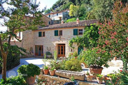"Luxury residential for sale in Cetona. Luxury Farmhouse for sale in Tuscany ""Villa in the historic centre"""