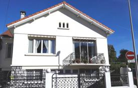 3 bedroom houses for sale in Occitanie. Comfortable villa with a balcony and a garden, in a picturesque area, in Lourdes, France