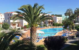 Residential for sale in Costa Dorada. Apartment on the beach in La Pineda