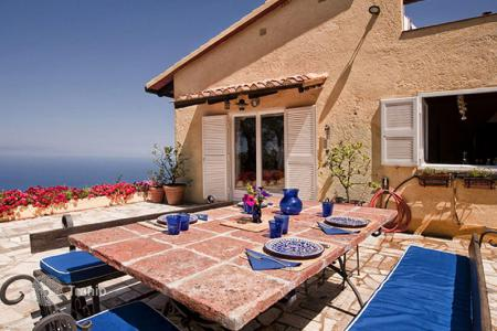 4 bedroom villas and houses by the sea to rent in Tuscany. Prestigious villa with 8 beds for rent in summer season, in Cala Piccola — Monte Argentario