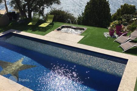Residential for sale in Roquebrune - Cap Martin. Modern villa with independent apartment and studio, a pool and a jacuzzi, Roquebrune Cap Martin, France