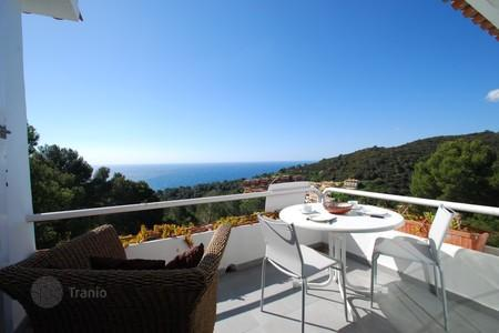 Cheap apartments with pools for sale in Costa Brava. Comfortable apartment near the beach in Begur, Spain